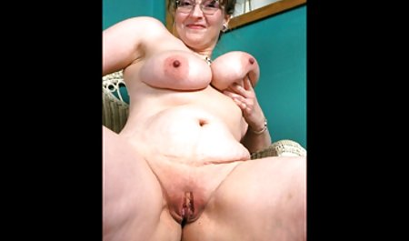 Si indo sex baru pirang berkacamata bersenang-senang dengan mainannya