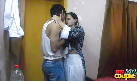 Menunggu seorang pria bokep indo terbaru hot di kamar tidur dengan lampu mati